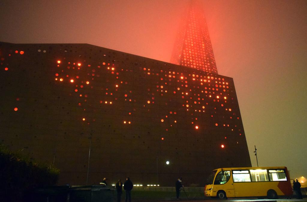 Roskildes energitårn lyser op